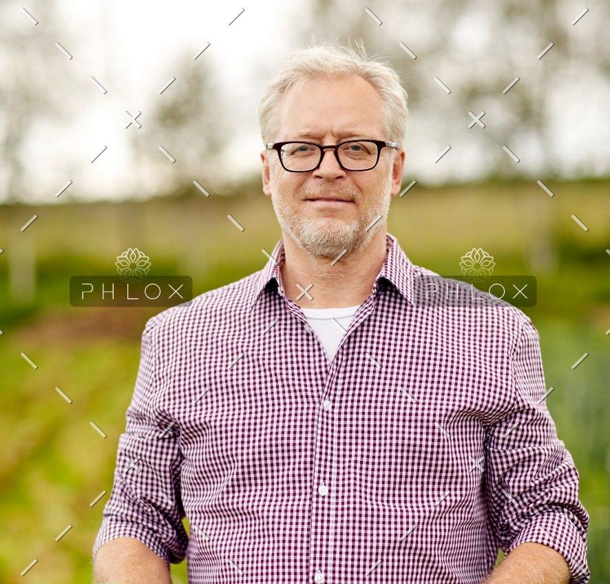 senior-man-with-box-of-vegetables-on-farm-PHMQ8WB@2x-1